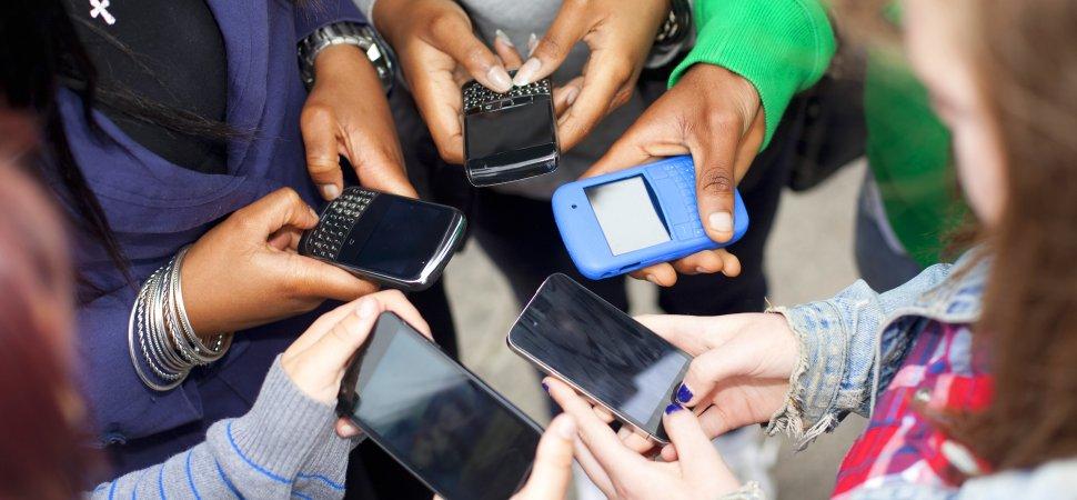 teens-texting-1940x900_34967